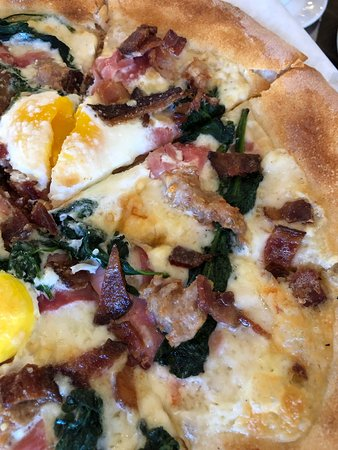 Grato: breakfast pizza