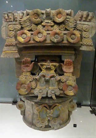Casa Santo Domingo Museums: Ceramic Mayan urn.
