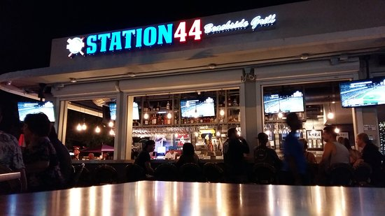 Station 44 Barbq: Front of Bar outside seating.