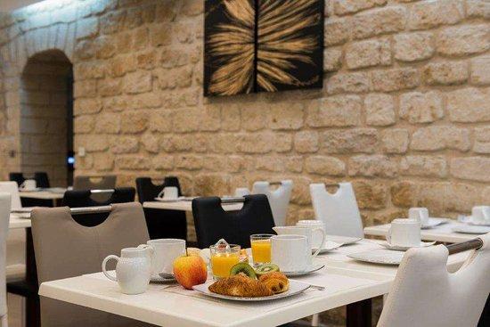 Hotel Aida Marais: Breakfast Room
