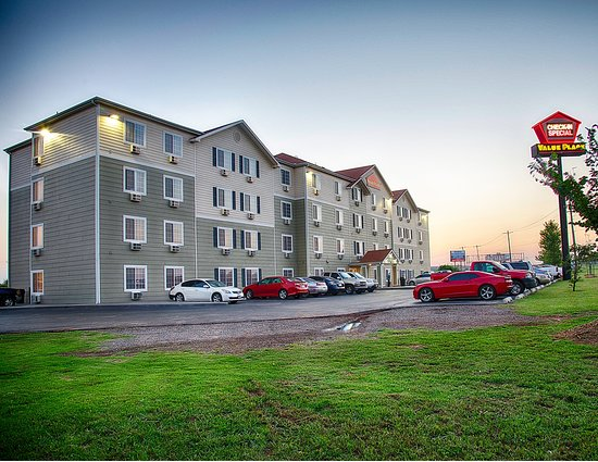WoodSpring Suites Oklahoma City Southeast: Ext Panorama Dusk