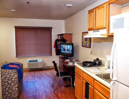 WoodSpring Suites Oklahoma City Southeast: Int Kitchen Fore Staged