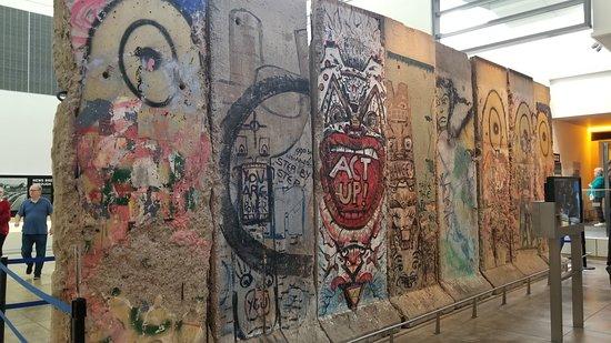 Entrada a Washington D. C. Newseum: Berlin Wall-West Side