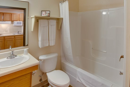 Int Double Bathroom Staged
