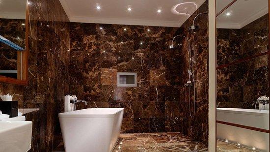 Herbert Park Hotel and Park Residence: Penthouse Bathroom