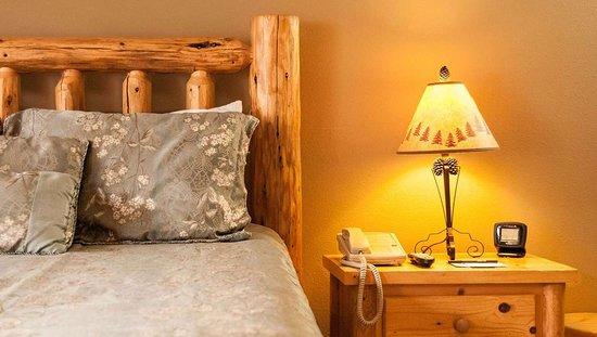 Dodge Peak Lodge: MH DodgePeakLodge BonnerFerry ID Guestroom DeluxeDouble