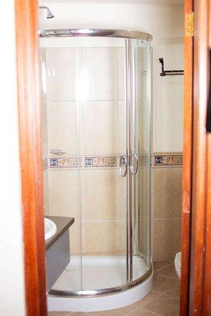 Naura Springs Hotel: Presidential Bathroom