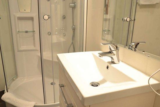 Best Western Plus Lido Hotel: Guest Bathroom
