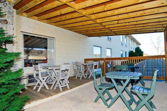 SureStay Plus Hotel by Best Western Berkeley Springs: Exterior