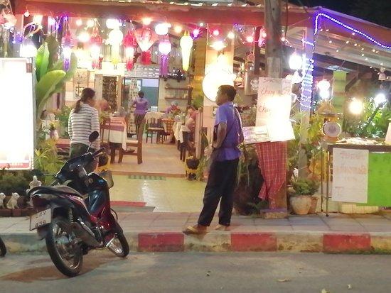 Bai Tong Restaurant: ใบตอง