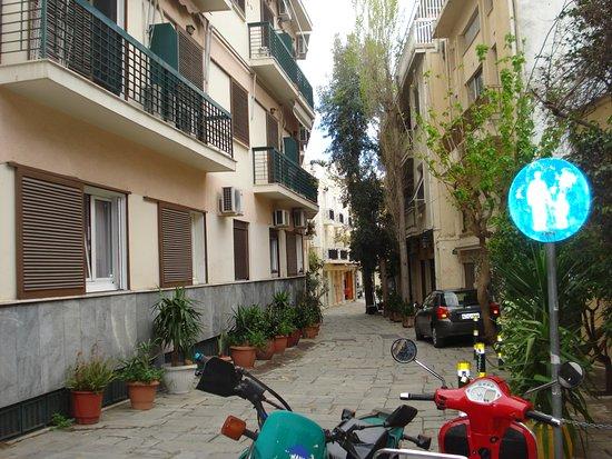 אתונה, יוון: On our way to the Acropolis, one of the streets which had refurbishment ..