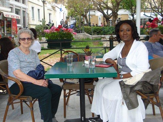 אתונה, יוון: A coffee and ice cream break  on our way back to Hotel Electra Metropolis from the Museum...