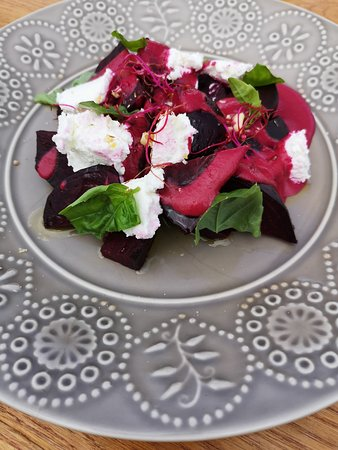 Wine Bar & Restaurant Artichoke: Lot's of vegeterian options and meals -refreshing beetroot salad