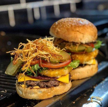 Fenomen Burger House Cafe Pub