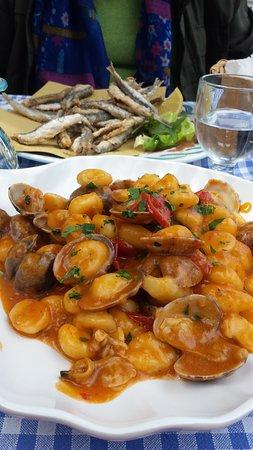 Trattoria da Emilia a Sorrento. Alici fritte e gnocchi alle vongole … locale storico in riva al mare che cucina divinamente
