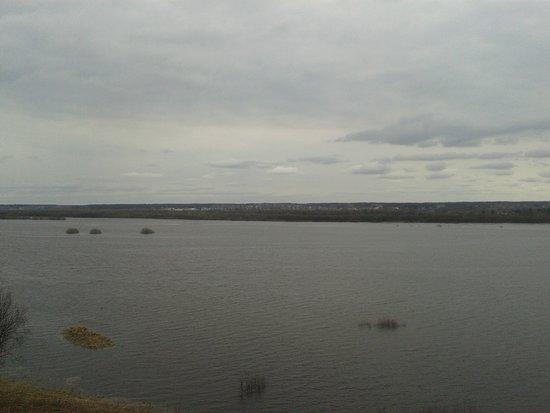 Velsk, רוסיה: вид из окна Отеля на Ваге на разлив реки … 27 апреля 2019 год.