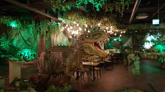 T-Rex Restaurant: T-Rex at entrance