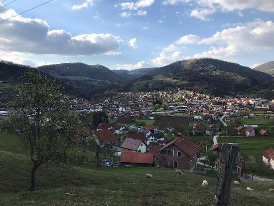 Sekovici, บอสเนียและเฮอร์เซโกวีนา: Zakladna skola , skvela restauracia , park a domace prostredie