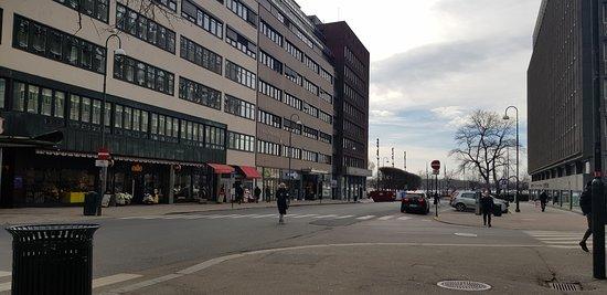 Avd. Klingenberg. Direction Aker Brygge.