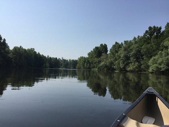 même en plein mois de juillet la rivière est paisible