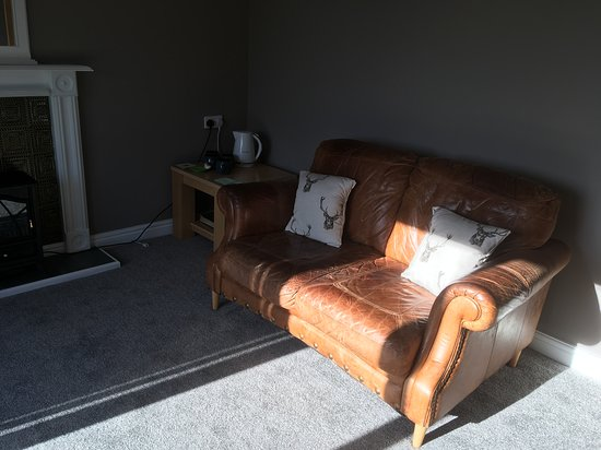 Walton, UK: Your own living area, bedroom with twin beds, compact bathroom, tea and coffee making facilities.