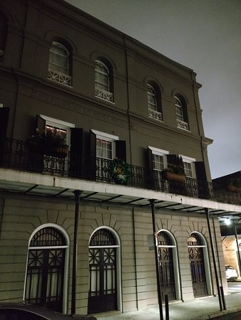 The ominous Lalaurie Mansion. Notice that the place is totally devoid of light. It's like grey central. Gives me spooky vibes for sure.