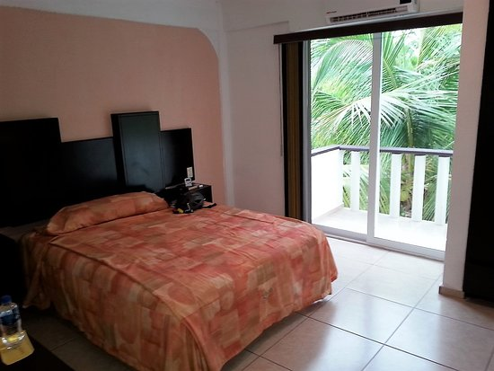 Sara Suites: Rooms are clean and simply furnished