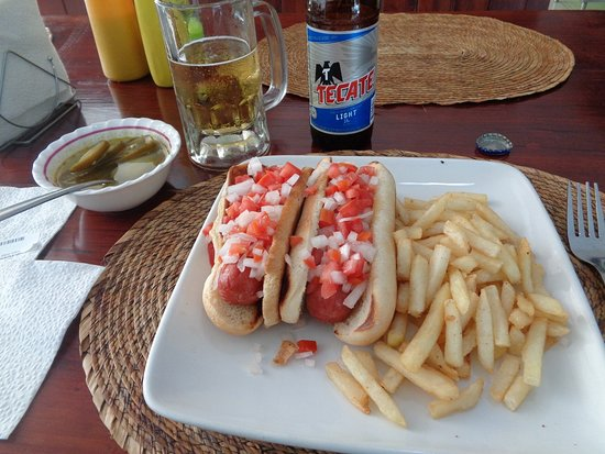 Sara Suites: The restaurant had a choice of hot dogs or...hot dogs