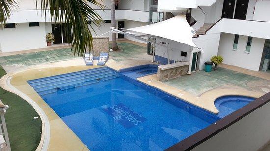 Sara Suites: The pool is very pleasant