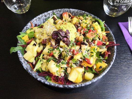Raw salad: yummy and healthy