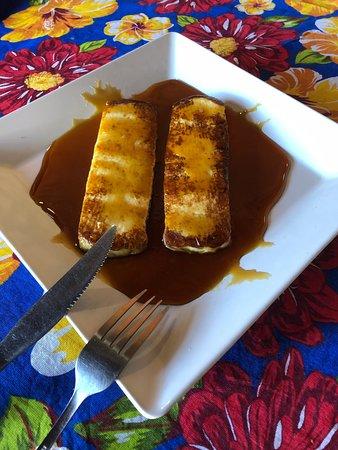Lampiao E Maria Bonita: Adorei o restaurante, comida boa, almocei o self-service e valeu a pena, a sobremesa de queijo coalho com mel de engenho é muito bem servida e uma delícia. O atendimento é muito bom, meninas atenciosa e simpáticas. Recomendo sem dúvida b