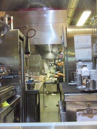 Pura Brasa Arenas: Kitchen