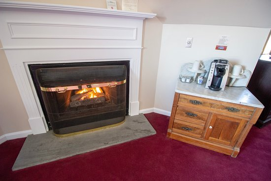 Lucerne Inn: Fireplaces and Coffee Stations in every room