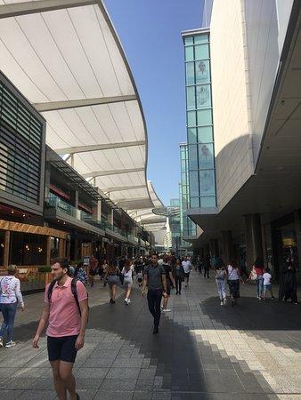 Conhecendo todos os recantos do maior Centro de compras da Europa : O shopping Westfield em Londres.