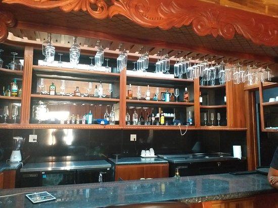 Mad Dog Pizzeria & Restaurante: Bar