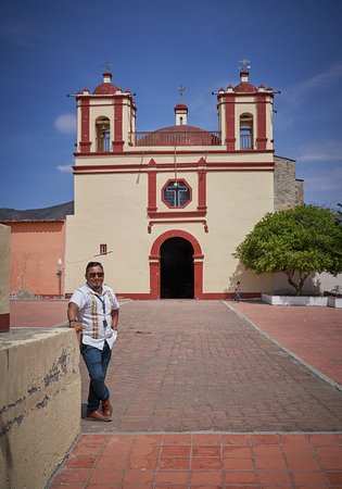 Gabriel at Santo Tomás Jalieza