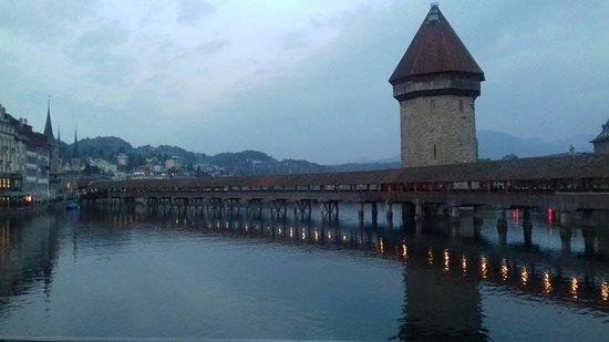 Luzern, Sveitsi: Torre e lago de Lucerna - Suiça