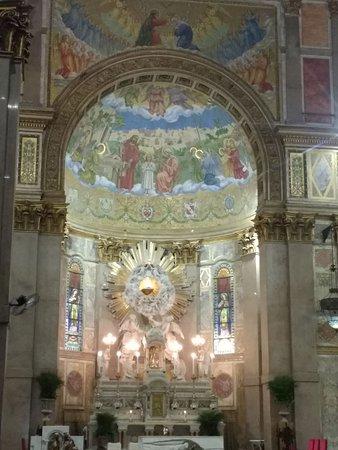 Basílica de Nossa Senhora de Nazare: altar principal da basílica de Nazaré