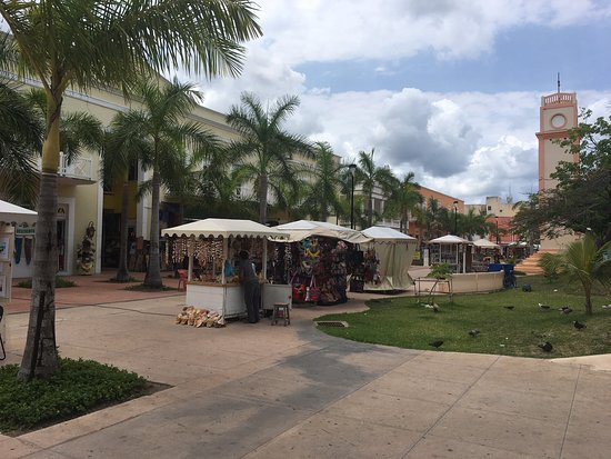 """Plaza Del Sol """"La Esmeralda"""""""