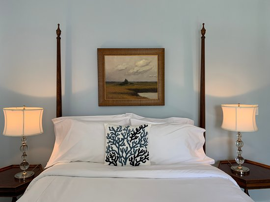 Individually decorated guest rooms for your comfort
