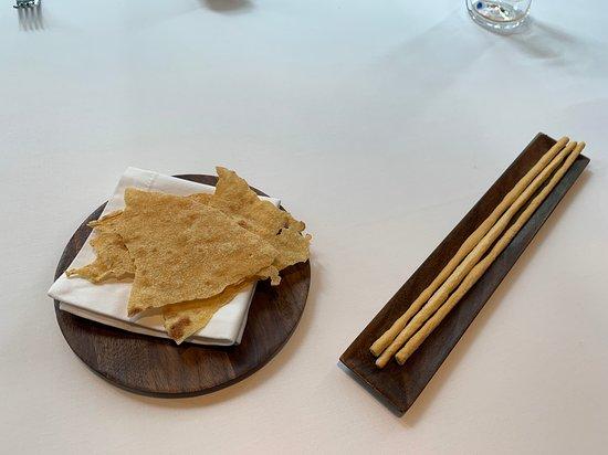 Octavium Italian Restaurant: Crackers and Grissinis