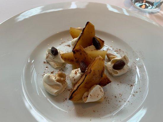 Octavium Italian Restaurant: Apple and Caramel dessert - missing the caramel sauce