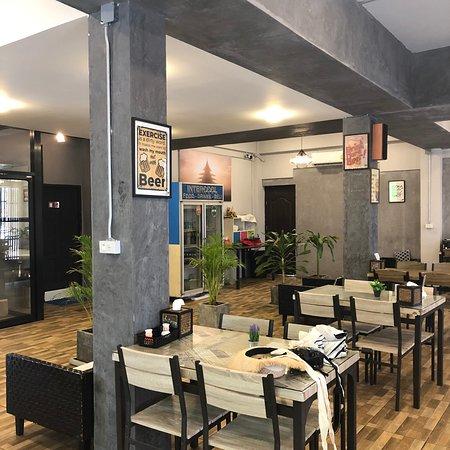 Hangover Inn Restaurant张图片