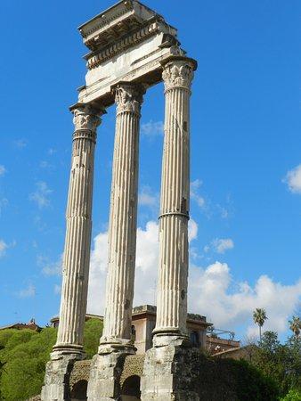 Le tre colonne dei Dioscuri