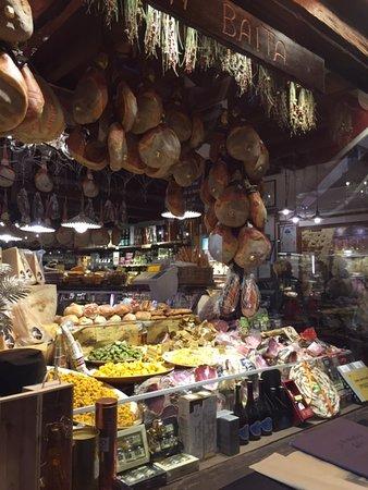 Bologna Street Food Tour: Taste like locals: Beautiful market shop