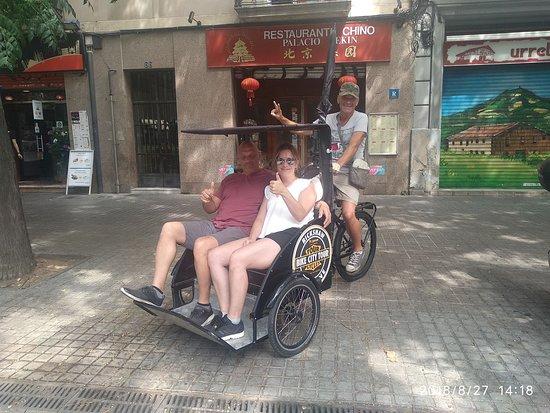 ברצלונה, ספרד: Une nouvelle manière de découvrir Barcelone en Français ! Première fois à Barcelone ? je vous propose de visiter Barcelone en Tricycle, une façon original et amusante