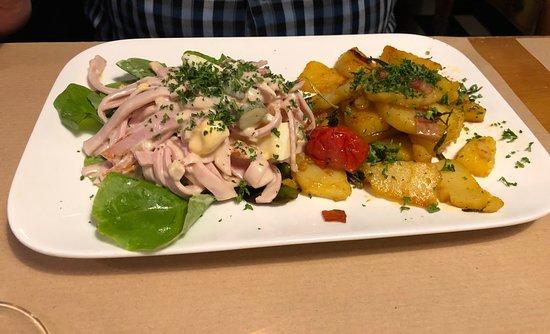 Restaurant Ochs : Ritas Wurstsalat mit Bratkartoffeln