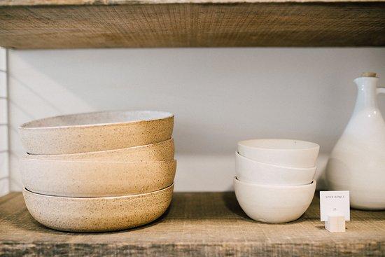 Dinnerware shelf