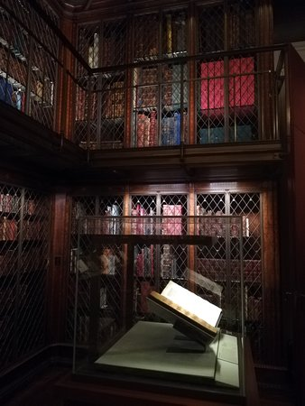 The Morgan Library & Museum . New York. La biblioteca.