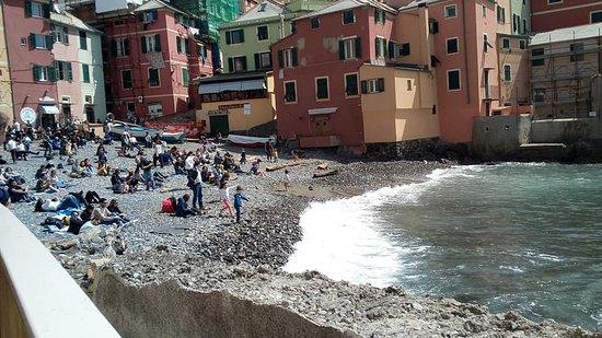 Genova, la spiaggia di Boccadasse.